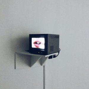 Estante para televisión.