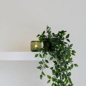 estantes con soportes invisibles