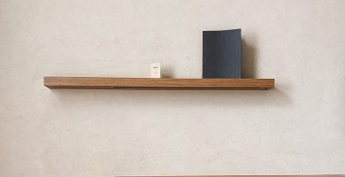 estanteria hecha con madera de pino