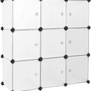 estante con modulos en forma de cubos